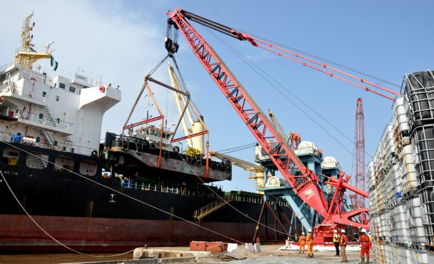 LADOL Makes Nigeria the Heavy Lift Hub of West Africa – Sets Another Record Performing 320-ton Heavy Lift with Quayside MTC Crane